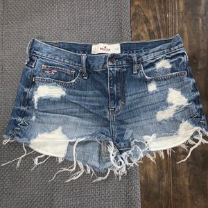 Super cute Hollister Size 7 Denim Cut off Jeans